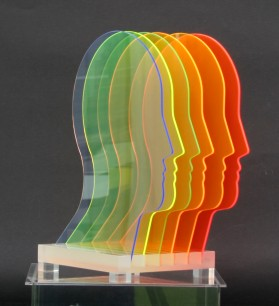 2000-043, Profile II, Skulptur aus Acrylglas, 41 x 24 x 20 cm , Auktion Koller für Kinder in Fukushima