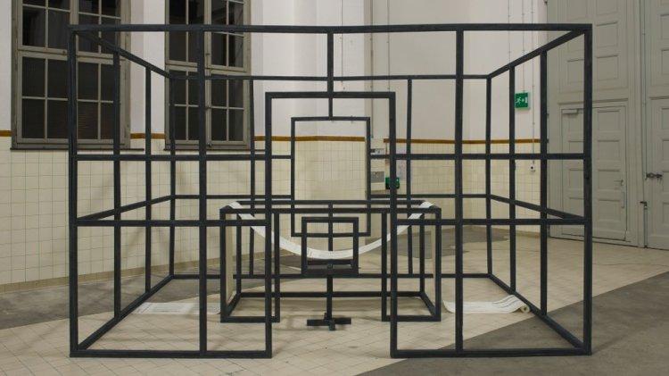 kunst-installation_martin-gut_buero-fuer-verwertung-verpasster-chancen